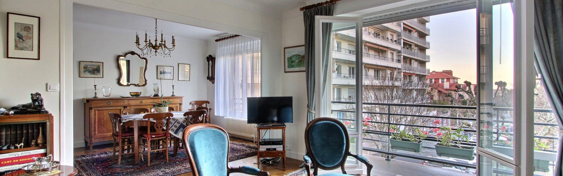biarritz jardin public bel appartement t4 traversant ascenseur garage cave btz immobilier. Black Bedroom Furniture Sets. Home Design Ideas