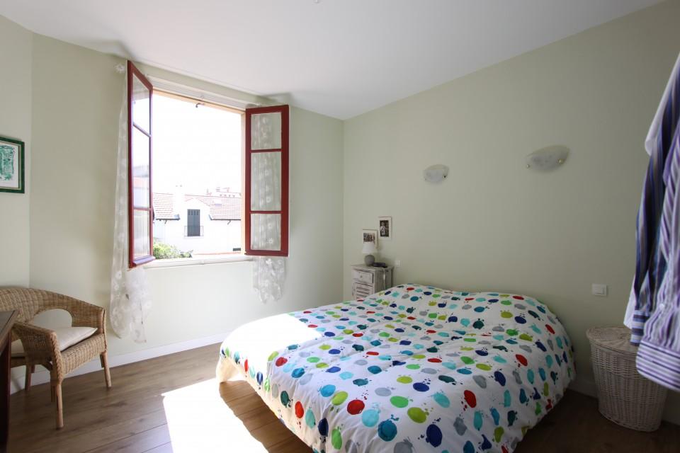 biarritz plein centre bel appartement t3 avec cave dans r sidence art d co btz immobilier. Black Bedroom Furniture Sets. Home Design Ideas